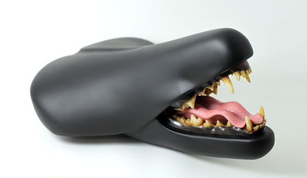 bicycle-seat-sculpture-recycling-art-clem-chen-1
