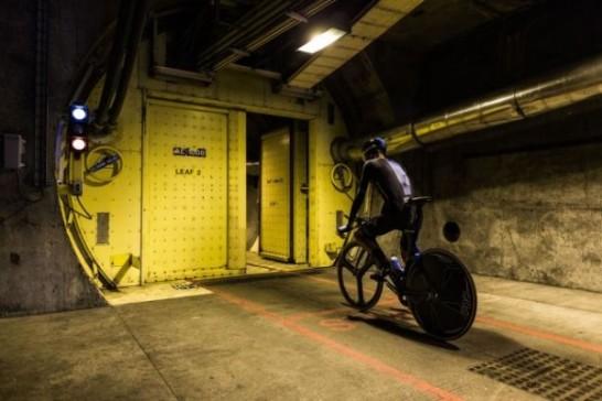 海底トンネルを自転車で爆走