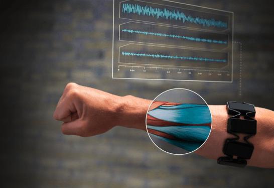 スマートグラスをジェスチャー操作「Myo armband」