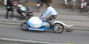 真面目です!広告&輸送用の精子型自転車 in コペンハーゲン