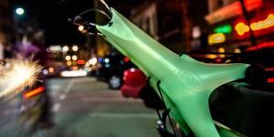 暗闇で光って安全に!自動車用サイクルキャリア「SARIS Solo Glow」