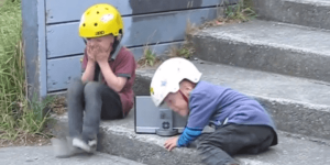 4歳の双子キッズが子供用BMXできめるトリック映像!(たまにクラッシュするけどね)