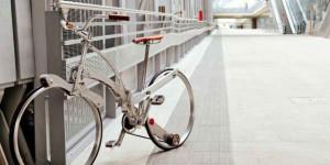 傘サイズまで折りたためる!スポークレス自転車「SadaBike」